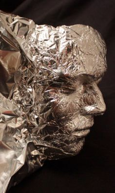 Tin Foil Head - I can see many ideas for Halloween looking at this! Never thought of using tin foil to make faces! Portrait Sculpture, Sculpture Art, Sculpture Projects, 3d Portrait, Sculpture Ideas, 3d Art Projects, Manualidades Halloween, Halloween Crafts, Halloween Party