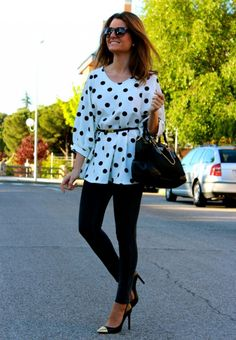 Fashion and Style Blog / Blog de Moda . Post: Polka dot blouse / Blusón de lunares.More pictures on/ Más fotos en : http://www.ohmylooks.com/?p=22457 I wear/LLevo: Blouse / Blusa : Oh My Looks Shop (info@ohmylooks.com) ; Jeans : Hollister ; Bag / Bolso : Prada ; Shoes / Zapatos : Mango ;  Sunglasses / Gafas de sol : Mango