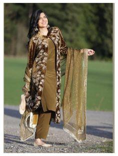 Velvet Pakistani Dress, Simple Pakistani Dresses, Pakistani Dress Design, Pakistani Fashion Party Wear, Indian Fashion Dresses, Indian Designer Outfits, Pakistani Outfits, Fancy Dress Design, Stylish Dress Designs