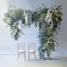 Are you wondering the best beach wedding flowers to celebrate your union? Here are some of the best ideas for beach wedding flowers you should consider. Rose - You can't go wrong with a rose. Hanging Flower Arrangements, Wedding Flower Arrangements, Hanging Flowers Wedding, Floral Arrangements, Floral Arch, Floral Foam, Botanical Wedding, Floral Wedding, Modern Wedding Flowers