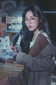 my girl crushes - wheein (mamamoo) Kpop Girl Groups, Korean Girl Groups, Kpop Girls, K Pop, Tzuyu Body, Wheein Mamamoo, Playlists, Girl Crushes, K Idols