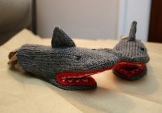 Deep Blue Sea Shark Mittens by Breeanna Sveum. Crochet Mittens, Mittens Pattern, Crochet Gloves, Knitting Socks, Knitted Hats, Knit Crochet, Knitting For Kids, Knitting Projects, Baby Knitting