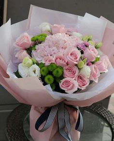 1 hydrangea 15 rose (Small flowers and leaves will Fake Flowers Decor, Hand Flowers, Beautiful Flower Arrangements, Tulips Flowers, Flower Decorations, Planting Flowers, Floral Arrangements, Small Flowers, Gift Flowers