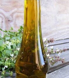 szeretetrehangoltan: Bazsalikomos olaj. Fűszeres olajok házilag. Edible Flowers, Preserves, Spices, About Me Blog, Vase, Home Decor, Photos, Preserve, Spice