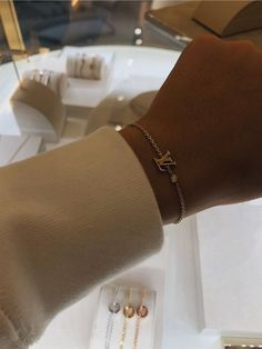 Accesories - Accesories jewelry - Accesories bag - Accesories aesthetic - Accesories h Cute Jewelry, Jewelry Accessories, Fashion Accessories, Jewelry Trends, Accesorios Casual, Diamond Are A Girls Best Friend, Luxury Jewelry, Anklets, Fashion Jewelry