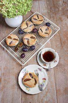 Zwetschgen-Marzipancreme-Tartelettes - Rezept Perfect Image, Perfect Photo, Marzipan Creme, Quiche, Sweet Bakery, Sweet Cookies, Cupcakes, Easy Peasy, Vegan Recipes