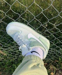 Dr Shoes, Nike Air Shoes, Hype Shoes, Me Too Shoes, Nike Socks, Jordan Shoes Girls, Girls Shoes, Mint Green Aesthetic, Basket Mode