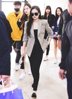 jennie airport fashion blackpink-jennie-a - fashion Blackpink Outfits, Kpop Fashion Outfits, Blackpink Fashion, Tumblr Outfits, Korean Outfits, Korean Fashion, Casual Outfits, Airport Fashion Kpop, Fashion Events