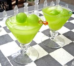 The Melon Ball makes 1 drink 2 ounces Midori 1 ounce vodka Fresh-squeezed orange juice, for topping off Fresh scooped melon balls, for garnish, optional In a glass filled with ice, add the Midori and vodka. Top off with orange juice