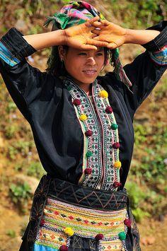 portrait of a Black Yao girl near Tam Duong in Vietnam | by jitenshaman
