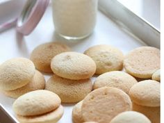 I love vanilla wafers! They are the most delicious cookies ever. The only problem is you cannot stop eating these once you make them. They are so addicting! You won't want to go back to store-bought v Vanilla Wafer Cake, Cookie Recipes, Dessert Recipes, Cupcake Recipes, Desserts, Homemade Vanilla, Yummy Cookies, Wafer Cookies, Drop Cookies