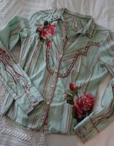 I have this Workshop shirt. I rock this, when I'm in my cowgirl mood. Cowgirl Chic, Western Chic, Cowgirl Style, Vintage Western Wear, Vintage Cowgirl, Girl Meets Glam, Geek Chic Fashion, Cowgirl Shirts, Western Outfits