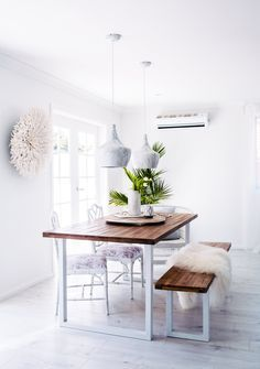 Discover the ideal concepts for your minimalist dining room that matches your style and also taste. Browse for incredible pictures of minimalist dining-room for motivation. Dining Room Design, Interior Design Living Room, Living Room Decor, Dining Rooms, Dining Table, Wood Table, Dining Area, Modern Minimalist Living Room, Minimalist Home