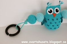 Owls and balls decoration for baby carriage by Svarta Huset! Owl Crochet Pattern Free, Crochet Art, Crochet Toys, Free Pattern, Ball Decorations, Baby Carriage, Baby Owls, New Baby Gifts, Baby Quilts