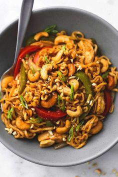 One pot cashew chicken ramen creme de la crumb Ramen Noodle Recipes, Ramen Noodles, Asian Noodles, Asian Recipes, Healthy Recipes, Homemade Ramen, One Pot Dinners, Cashew Chicken, Sesame Chicken