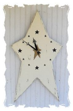 Primitive Clock to make with my grandson. Star for me, dinasaur shape for him? Primitive Homes, Primitive Kunst, Primitive Stars, Country Primitive, Primitive Snowmen, Primitive Christmas, Country Christmas, Christmas Christmas, Decor Crafts