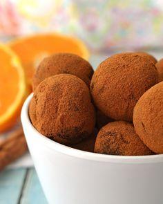 TRUFAS DE GALLETA MARÍA SABOR NARANJA 🍊😍. º º º Aprende a preparar unas deliciosas trufas con galleta maría sabor a naranja. Son súper fáciles y deliciosas. Además de que son una receta ideal para preparar con niños. º º INGREDIENTES: - 15 galletas maría. - 1 lata de leche condensada. - Esencia de naranja o un chorrito de jugo natural. - Cacao en polvo. º PREPARACIÓN: Primero trituramos las galletas y colocamos en un bold. Añadimos la leche condensada y la esencia de naranja; amasaremos… Jugo Natural, Cacao, Muffin, Breakfast, Instagram, Food, Milk Cans, Cookies, Recipes