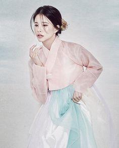 아가.. 어딨니 아가.. 하면서 산에서 헤매는 엄마 같달까 이사진.... 긁적^___^;;;;... #hanbok #소향한복 #피팅모델 #한복모델 #한복 #korean #model #컬러니크