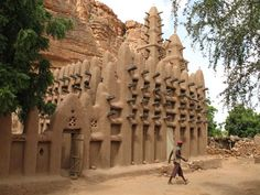 to Dogon country in Mali.  I sooooo wish I could have gone here while I was in West Africa.  300,000 people live here along a 125 mile stretch along the Cliffs of Bandiagara.  Sigh.  So beautiful.