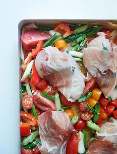 Kylling med salvie, parmaskinke og grønt -