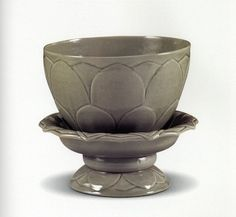 PagTenth-centuries (five dynasties) greenware bowl and stand carved with lotus petals.; unearthed at the Huqiu Pagoda in Suzhou, Jiangsu. (Source: Suzhou Municipal Museum)