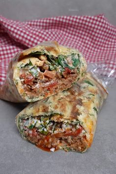 Lowcarb Wrap aus Kürbispüree mit Hack und Rucola Low Carb High Fat, Spanakopita, Easy Peasy, Low Carb Recipes, Good Food, Keto, Favorite Recipes, Cooking, Ethnic Recipes