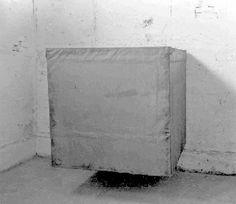 Santiago Sierra, Cubic Container, 1990
