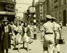 Wartime Cape Town, 1943. | by Etiennedup Vintage Photographs, Vintage Photos, Desert Life, Cape Town South Africa, My Family History, Most Beautiful Cities, African History, Historical Photos, Old Photos