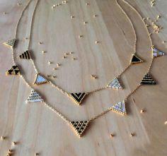 Sautoir fanions en tissage brick stitch en perles Miyuki de Petit bout de chou