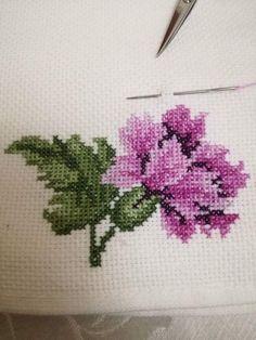 Cross Stitch Boarders, Cross Stitch Rose, Cross Stitch Flowers, Cross Stitch Designs, Cross Stitching, Cross Stitch Embroidery, Hand Embroidery, Cross Stitch Patterns, Embroidery Designs