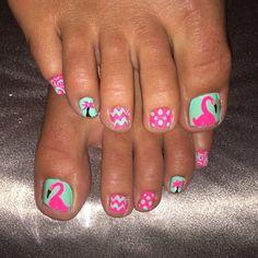 #Flamingos #nailart #funkytoes