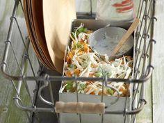 Συνταγή του Σαλάτα Με Λάχανο Και Καρότο | από akispetretzikis.com | Craftlo