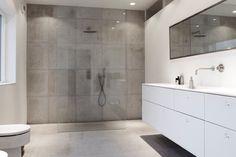 spejl på badeværelse - sort ramme