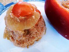 Na olej dáme restovat cibuli, přidáme rajčata a papriky nakrájená na kostičky, chvíli podusíme. Vmícháme nakrájenou cuketu a opět... Bulgur