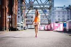 orange top outfit floral shorts white blazer pink pumps strictly style