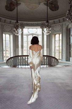 City Wedding Venues, Hotel Wedding, Wedding Blog, Wedding Styles, Wedding Ideas, Bride Accessories, Bridal Suite, Vintage Gowns, Bridal Fashion Week