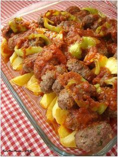 Izmir meatballs – Et Yemekleri – The Most Practical and Easy Recipes Meatball Recipes, Meat Recipes, Cooking Recipes, Iftar, Albondigas, Middle Eastern Recipes, Turkish Recipes, Food And Drink, Yummy Food