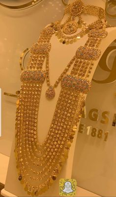 Fulfill a Wedding Tradition with Estate Bridal Jewelry Gold Bangles Design, Gold Earrings Designs, Gold Jewellery Design, Handmade Jewellery, Necklace Designs, Pakistani Bridal Jewelry, Indian Jewelry, Arabic Jewelry, Indian Bridal