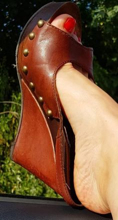 Wedge Heels, High Heels, Summer Feet, Gorgeous Heels, Sexy Legs And Heels, High Wedges, Female Feet, Heeled Mules, Knee Boots