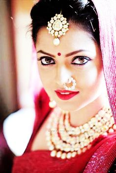 Drashti Dhami Photo Gallery: Latest Hot Images 2016 About: Drashti Dhami (Biography, Age) Drashti Dhami is a well-known Indian TV actress and model. Indian Tv Actress, Beautiful Indian Actress, Beautiful Bride, Indian Actresses, Indian Wedding Jewelry, Indian Bridal, Bridal Makeup, Bridal Hair, Diamond Nose Ring