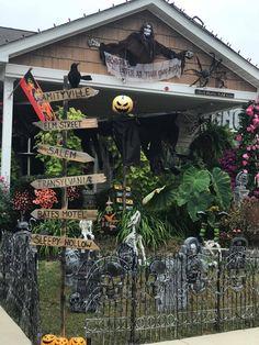23 Welcome Scary Gate Design Ideas For Halloween Halloween Designs, Halloween Prop, Casa Halloween, Halloween Graveyard, Theme Halloween, Halloween Haunted Houses, Halloween Home Decor, Outdoor Halloween, Holidays Halloween