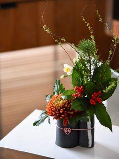 Valentine Flower Arrangements, Fall Arrangements, Beautiful Flower Arrangements, Beautiful Flowers, Christmas Flower Decorations, New Years Decorations, Art Floral, Oriental Flowers, Flower Packaging