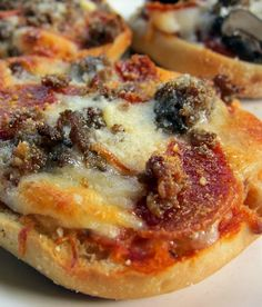 English Muffin Pizza Recipe- can assemble ahead of time a freeze for a quick dinner or after school snack!