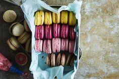 Keittiövaaka ja maltti ovat valttia ranskalaisia mantelileivoksia leipoessa. Harjoitus tekee mestarin, ja maku palkitsee vaivannäön moninkertaisesti.