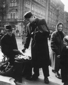 Rákóczi út, hóvirág árus - 1953. Március 8.