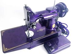 singer 221 painted a royal purple w/ awesome marble effect Purple Love, All Things Purple, Shades Of Purple, Deep Purple, Purple Stuff, Featherweight Sewing Machine, Purple Kitchen, Antique Sewing Machines, Malva