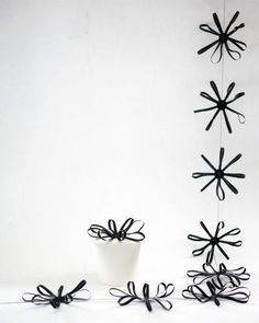 Handmade black flower garland by Les Copirates Make Bunting, Bunting Garland, Mobiles, Christmas Trends, Party Garland, Happy Party, Party Banners, Flower Garlands, Homemade Crafts