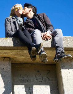 Amyplier   Mark kisses Amy <3