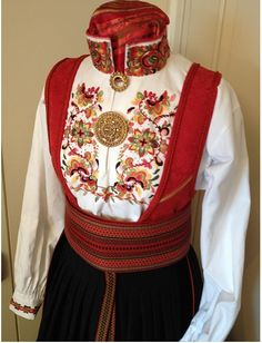 Folk Costume, Costumes, Summer Outfits Women, Sewing Notions, Norway Clothes, How To Look Pretty, Retro Fashion, Folk Art, Christmas Sweaters