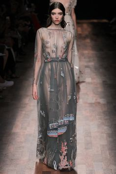 563224822d8 Valentino Spring 2015 Ready-to-Wear Fashion Show